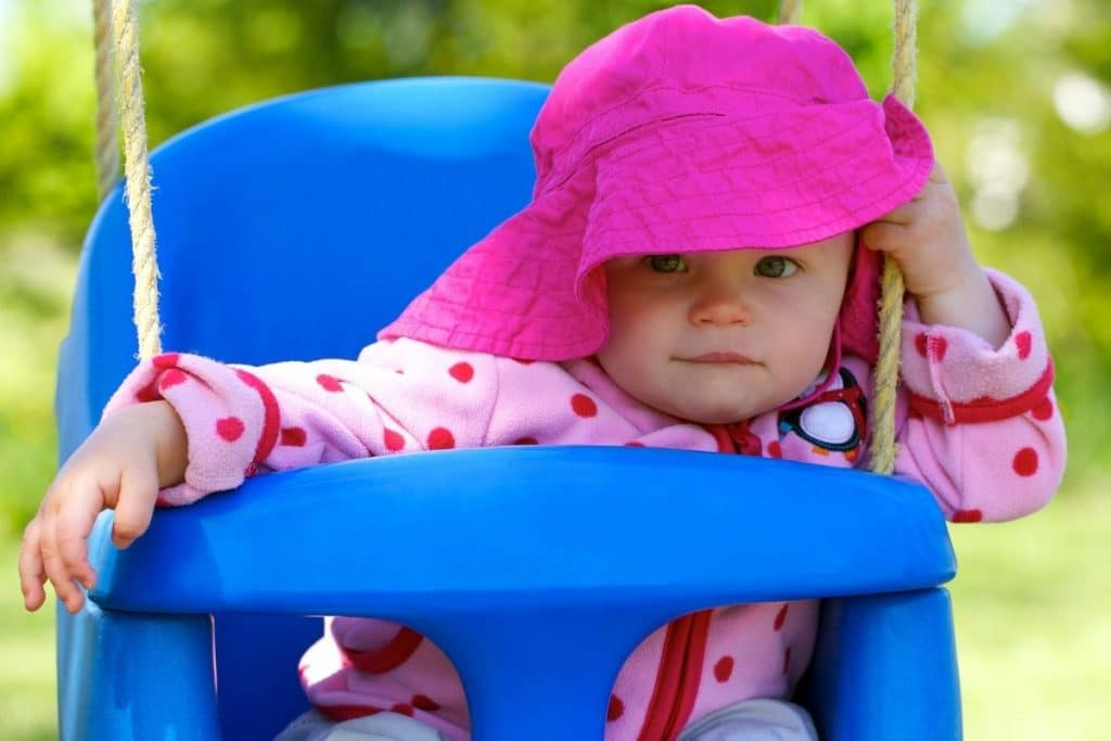 La balançoire pour bébé comporte une nacelle plus sécurisée