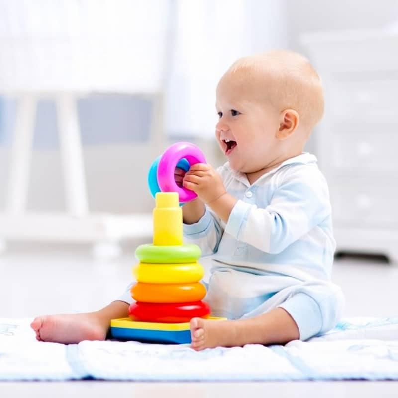 Bébé en train de jouer